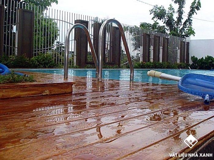 giá sàn gỗ nhân tạo ngoài trời