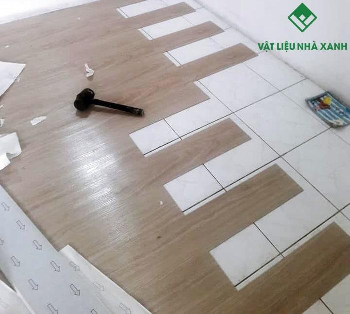 thi công sàn nhựa giả gỗ giá rẻ