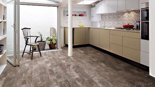 Sử dụng sàn gạch giả gỗ cho bếp