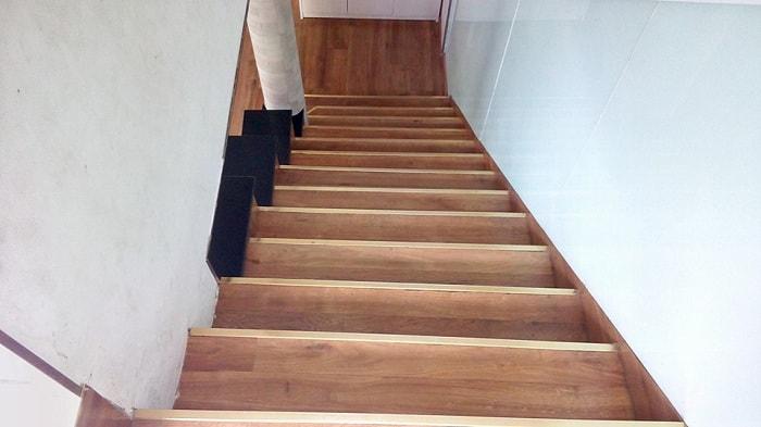 Sàn nhựa giả gỗ cho cầu thang giá rẻ tại Vật Liệu Nhà Xanh
