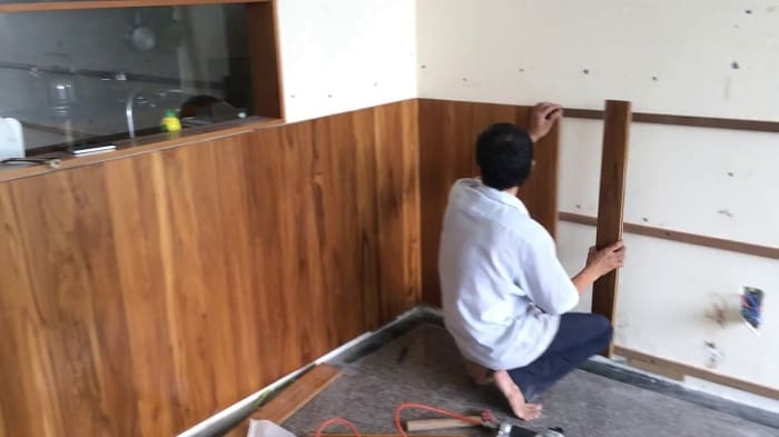 Ốp tường lamri nhựa giả gỗ giá rẻ
