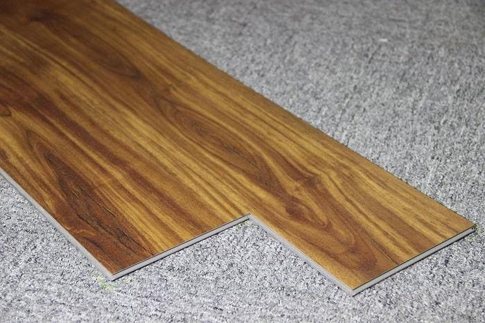 Sàn nhựa giã gỗ ban công rất dễ thi công và độ bền cao