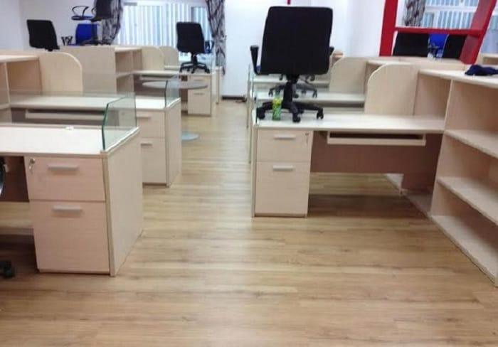 Sàn nhựa giả gỗ giá rẻ và sàn nhựa giả gỗ cao cấp đều rất hút người dùng