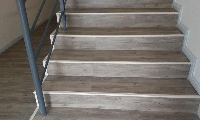 Sàn nhựa giả gỗ cầu thang ngày càng được các gia đình tin dùng