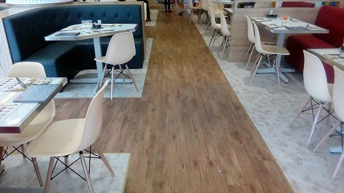 Lót sàn giả gỗlà loại vật liệu phổ biến và đang dần thay thế cho các loại vật liệu khác