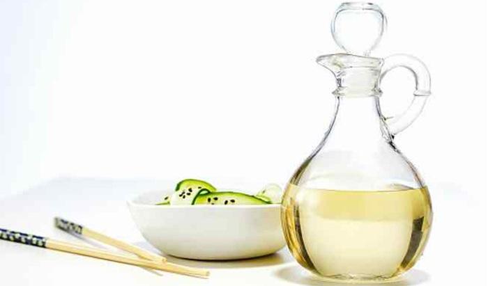 Dấm ăn là một chất tẩy rửa có sẵn trong nhà bếp với khả năng làm sạch hiệu quả