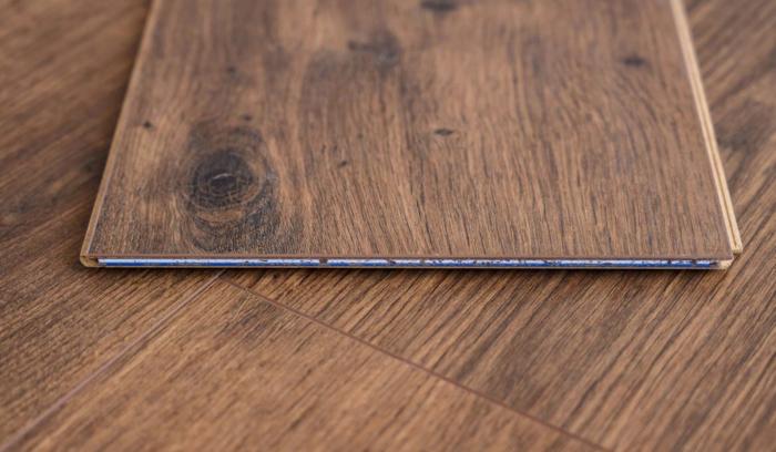 Có rất nhiều nguyên nhân khiến gỗ tấm bị cong vênh