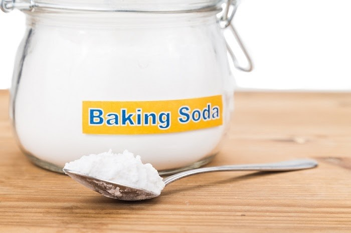 Baking Soda là một trong những nguyên liệu sẵn có, dễ tìm để tẩy vết xi măng