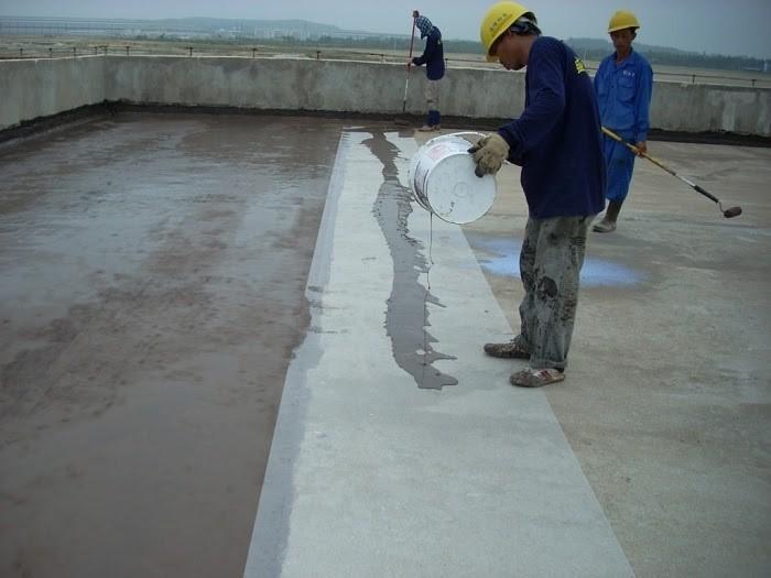 Đổ xi măng đúng cách giúp ngăn nước thấm gây dột sân thượng