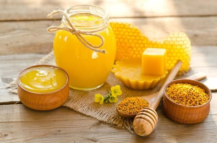 Dùng sáp ong để xử lý vết nứt