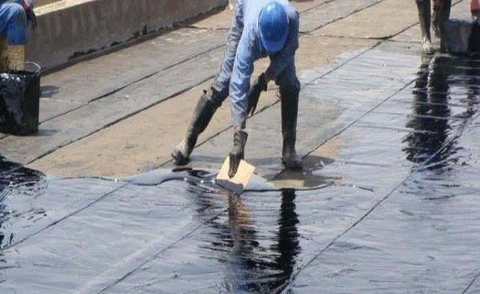 Lớp nhựa đường tan chảy giúp bảo vệ tầng thượng hiệu quả