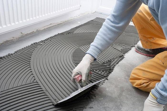 Dùng keo dán gạch đúng cách để tăng độ bền và tính thẩm mỹ cho không gian